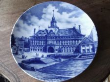 COLLECTABLE LARGE DISPLAY PLATE BLUE SHADES KAISER EMDEN ALTES RATHAUS 9.5""